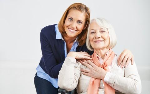"""Kim jest """"opiekunka osób starszych""""?"""
